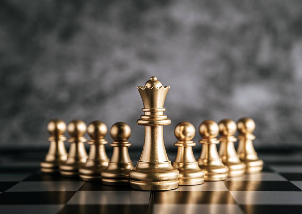 Peças de xadrez representando liderança e boa gestão de pessoas